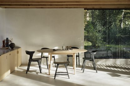 51527_Oak_Bok_round_extendable_dining_table_51491_Oak_Bok_black_chair_53040_Oak_Osso_black_stool_2_WEB